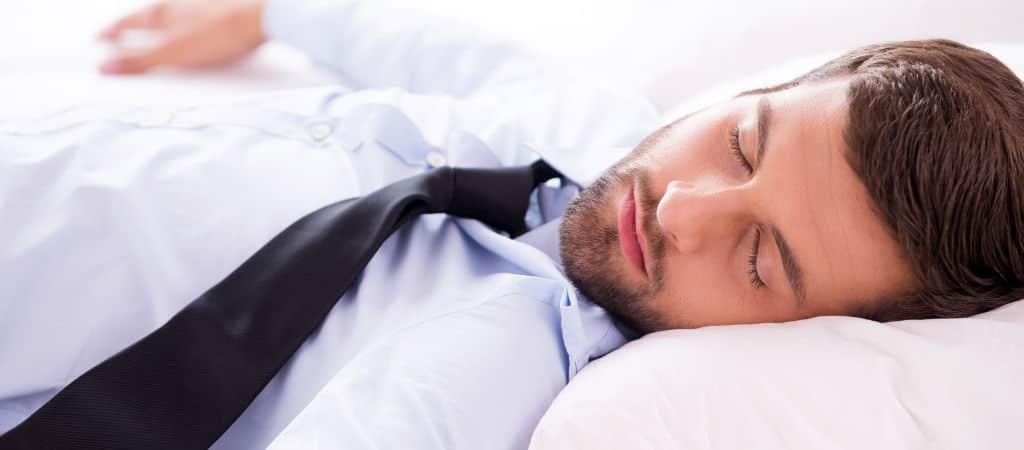 Shutterstock schlafender Mann 1024×450
